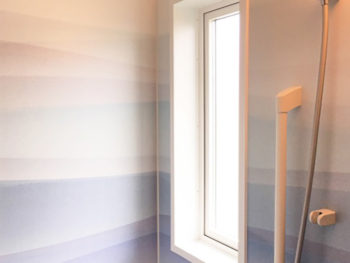 厚木市 I様邸浴室 ルーバー窓からAPW330のたてすべり窓への施工事例